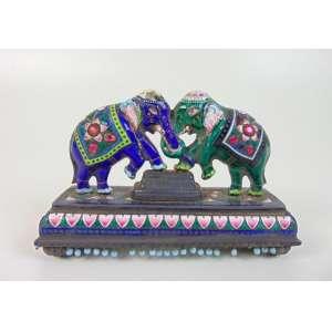 Grupo escultórico de esmalte representando elefante - 9 cm de alt, 14 de comp, 5 de prof.