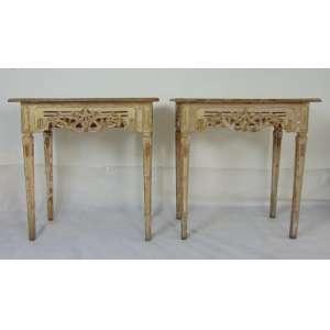 Elegante par de credencias de madeira lavrada e patinadas .Brasil Séc XVIIIXIX. - 93 cm de alt, 90 de comp e 45 de prof.