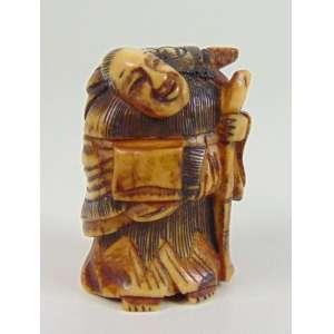 Netsuke de marfim representando ancião -Japão Séc XIX - 4 cm de alt. coleção Mielenhausen