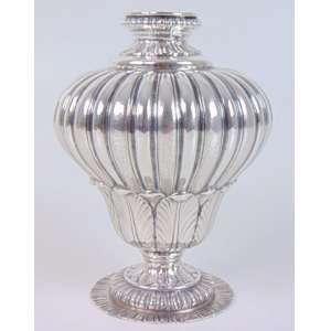Vaso em prata italiana, com rico cinzelado - 17 cm alt, 13 diâm.