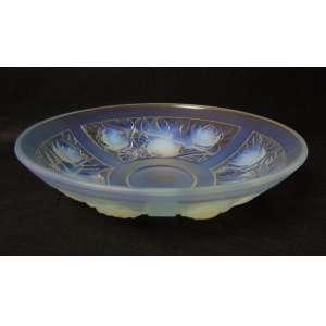 Centro de mesa executado em vidro artístico iridescente estilo e época Art deco - 7 cm de alt e 30 cm de diâm.