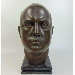 F. BUSACCA - Cabeça de bronze - Mussolini - 43 cm alt, 28 cm comp, 32 cm prof.Escultor morou no Brasil entre as décadas de 1930 a 40 .. Esculpiu busto do Conde Andrea Matarazzo em edifício localizado próximo a Paulista