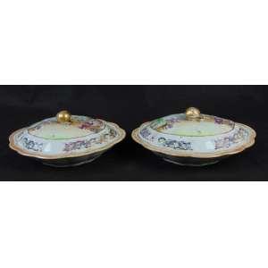 Par de elegantes legumeiras de porcelana esmaltadas da Cia das índias ricamente trabalhadas no seu interior e exterior .China Séc XVIII - 12 cm alt - 33 x 28 cm.