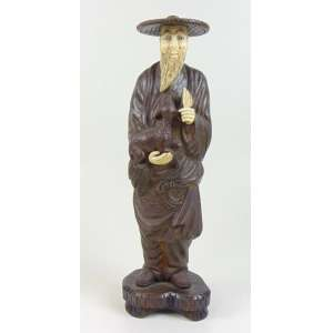 Escultura de bronze e marfim representando ancião . China Sec XX - 36 cm alt. sem base - 40 cm alt com base.