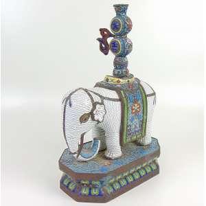 Grande incensário de esmalte cloisonné representando Elefante Branco - China Séc XIX (FALTA LHE UMA ASTE) 40 cm alt - 15 x 26 cm.