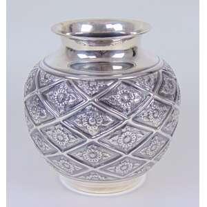 Vaso de prata de lei trabalhada teor 925. Peru Séc XX - 22 cm alt, 19 diâm.