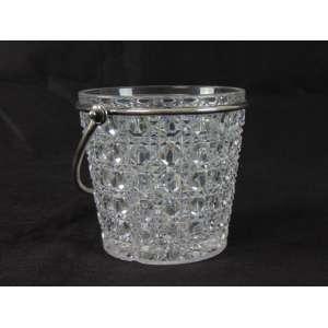 Porta gelo em cristal Baccarat com alça em prata. Marcas da maison no interior da peça. França, 1940. 12 cm de alt e 13 de diâm.