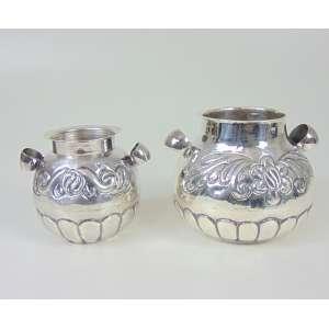 Lote com 2 vasos de Prata de lei Sul Americana - maior 10 cm alt e 12 diâm, menor 9 cm alt e 9 diâm.