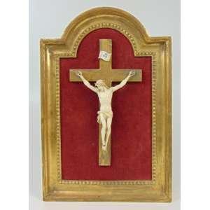 Cristo em Marfim 13 cm alt, de braços aberto 11 cm de uma mão para outra - emoldurado 33 x 22 cm.