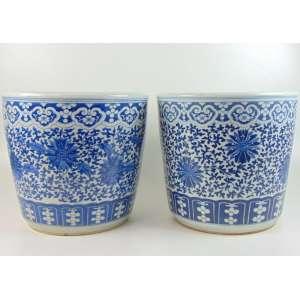 Par de cachepot orientais em cerâmica vitrificada branca e azul - 36 cm alt, 39 cm diâm.