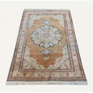 Tapete oriental, manufatura manual 179 x 120 cm.