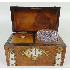 TEA CADY -Elegante caixa para chá executada em fina radica , marfim e bronze. Inglaterra Sec XIX 16 cm alt, 24 cm comp, 13 cm prof.