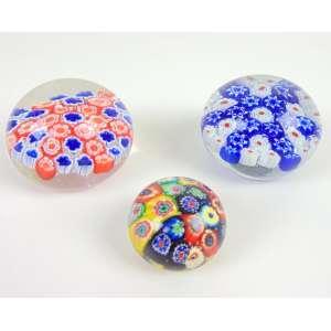 Lote com 3 pesos de papel mil flores - vidro artístico Murano - maior 9 cm diâm.