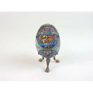 Elegante caixa no formato de ovo em prata de lei ricamente esmaltada contraste 84 marca do prateiro MC .Russia Sec XIX - 13 cm alt, 78 cm diâm.