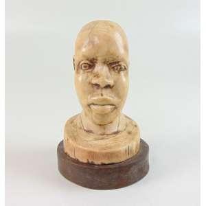 Antiga escultura de marfim representando cabeça de africano - 14cm alt. sobre base de 2cm.