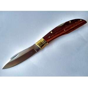 Faca dobrável, industrial. Marca Grohmann (CAN). Sem uso aparente. Comprimento total (~) 18 cm, lâmina, (~) 7,5 cm. Punho em madeira-de-lei e metais, trava costal. Produção recente. (HB_47)