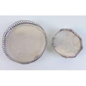Lote com 2 salvas - Sendo 1 D.Maria em prata - contraste na base - 10,5 cm diâm - Portugal - Séc. XVIII - Salva D.Maria em prata sem contraste - 14 cm diâm. Portugal séc XVIII