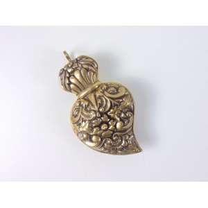 Pedantif no formato de coração em prata dourada - Brasil séc XIX - 10 cm alt. 6 cm comp.