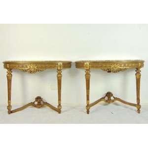 Par de consoles de parede, madeira lavrada e dourada - encimados por tampo de mármore, estilo e época Luís XVI - França - Séc. XIX - 76 cm alt x 1,05 compr x 37 prof. Necessita de restauro)