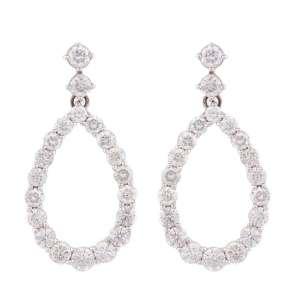 Par de brincos de ouro branco 18k e diamantes lapidação brilhante regulando 10,00ct no total. Cerca de 12,8g.