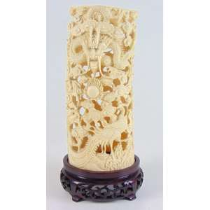 Presa de marfim ricamente trabalhado . China Sec XX - 22 x 10 x 8 cm.