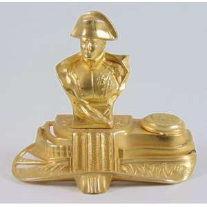 Tinteiro em petit bronze dourada representando Napoleão - 12 x 13 x 8 cm.