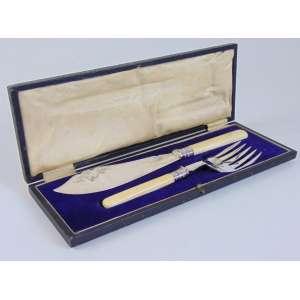 Conjunto de espatula para peixe de metal espessurado a prata e cabo de marfim . 2 peças -Inglaterra Sec XIXXX.