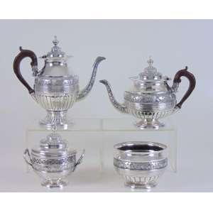 Elegante Jogo de chá e café de prata de lei finamente trabalhado contraste PCOROA. composto por 4 peças - Portugal Sec XIX..