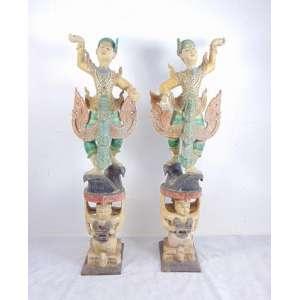 Par de finas esculturas executadas em madeira policromada e ornamentada representando dançarinas . Tailândia Sec XX. - 165 cm alt.
