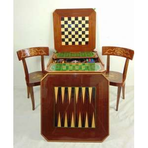 Mesa para jogos de madeira marchetada e carrinho para chá ricamente marchetadas .Itália Firenze Sec XX mesa 75 cm alt, 76 x 76 cm. carrinho 69 cm alt, 75 diâm.