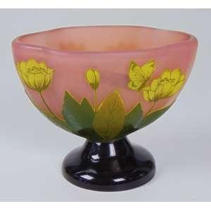 Pequeno centro de mesa de pasta de vidro com flores e folhas, sem assinatura - 12 cm de alt, 15 cm de comp.