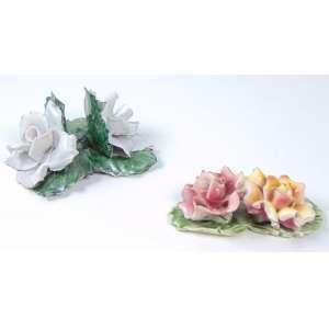 Lote com 2 peças de flores de porcelana - maior 11 cm compr.