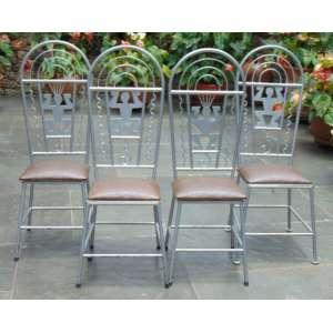 Lote com 4 cadeiras de metal pintado - 114 cm alt, 37 x 34 cm.