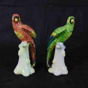 Par de pássaros de porcelana esmaltada . Itália Séc XX - 21 cm de alt.