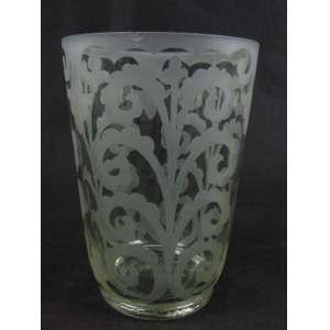 Vaso em cristal de estilo e época art deco com decoração realizada ao ácido. Pequeno bicado na borda - França, 1930. 20 cm de alt e 14 de diâm.