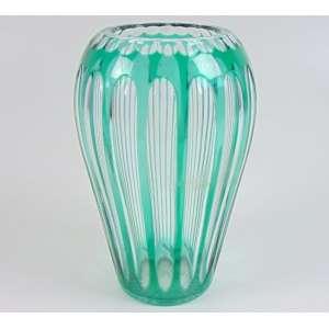 Vaso en cristal overlay na tonalidade verde. Provavelmente manufatura St. Louis. França - 1950.