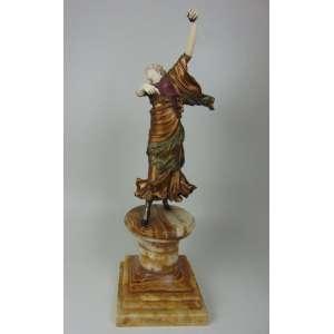 Grande Escultura em bronze e marfim representando espanhola , base em mármore. 45 cm alt sem a base - 69 cm alt com a base.