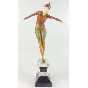 Elegante escultura de bronze patinado e marfim representando bailarina Art Deco sobre base de mármore - 44 cm alt.sem base - 61 cm alt. com base - (3 pontas de dedos quebrados).