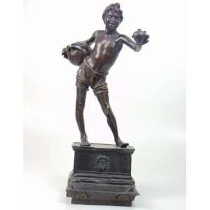 Vincenzo Gemito (1852 - 1929 ) - Acquaiolo - Escultura em fino bronze representando jovem - 53 cm alt, 19 x 20 cm ,inscrição no verso ORIGINAL PROPTA DEL RE DI NAPOLI/SM. FRANCESCO II/NAPOLI GEMITO