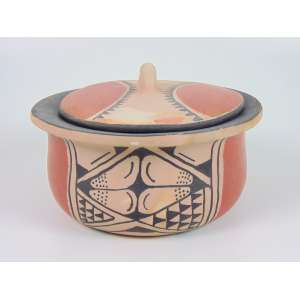 Panela com tampa - Cerâmica Indígena, policromada com pigmentos naturais, Etnia Waurá, Alto do Xingu - 16 x 27 cm diâm.