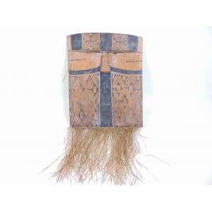 Mascara cerimonial Indígena - Etnia Kamayura, alto Xingu - madeira entalhada, pigmento natural e palha - 78 x 37 x 6 cm