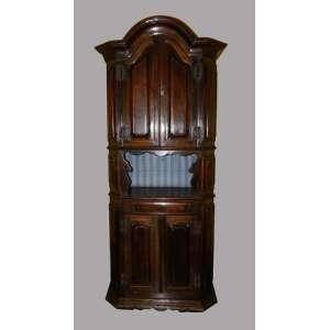 Trumeau de madeira rústica, com portas almofadadas ,fundo forrado. altura 210cm, 90 cm de comprimento e 41 cm de largura.