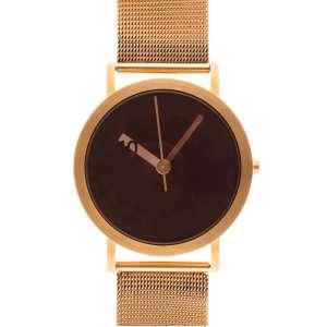 Normal Designed by Ross McBride - Caixa e pulseira de aço com acabamento em PVD dourado. Cerca de 38mm de diâmetro. Movimento a quartzo. Visor de cristal. Obs.: Funcionando.