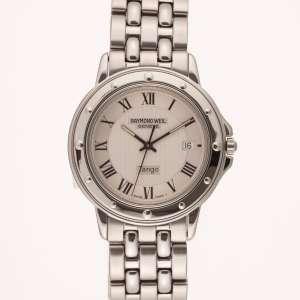 Raymond Weil Tango - Caixa e pulseira de aço. Cerca de 36mm de diâmetro. Movimento a quartzo com data. Visor de cristal de safira. Ref.5560. Obs.: Funcionando.