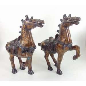 Par de cavalos ao gosto TANG executados em bronze com esmerado trabalho .China Séc XX - 51 cm de alt, 53 de comp e 16 de prof.