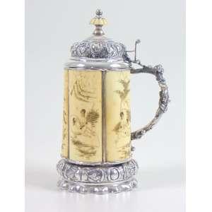 Tankard montado em prata e placas de marfim com cenas eróticas - 22 cm alt, 10 cm diâm.