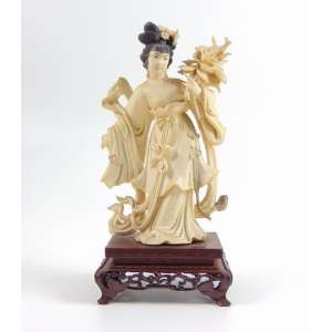 Escultura de marfim representando Guainin - 17 cm alt. China Séc. XX.