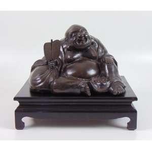 Buda em Bronze trabalhado sobre base de madeira confeccionada no Brasil na década de 40 - Japão séc XIX - Buda 18 cm alt, 30 x 20 cm. Base de madeira 10 cm alt, 35 x 25 cm
