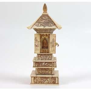 Oratório de marfim com figura interna com a figura de Buda .China Sec XIXXX. - 20 cm alt. 8 x 6 cm.