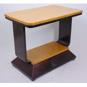 Elegante mesa auxiliar de madeira estilo e época Art Deco. Europa Séc XX - 65 cm de alt, 80 de comp e 49 de prof.